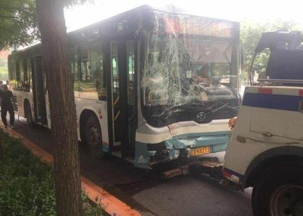有片!遼寧巴士鏟上車站 至少10死傷
