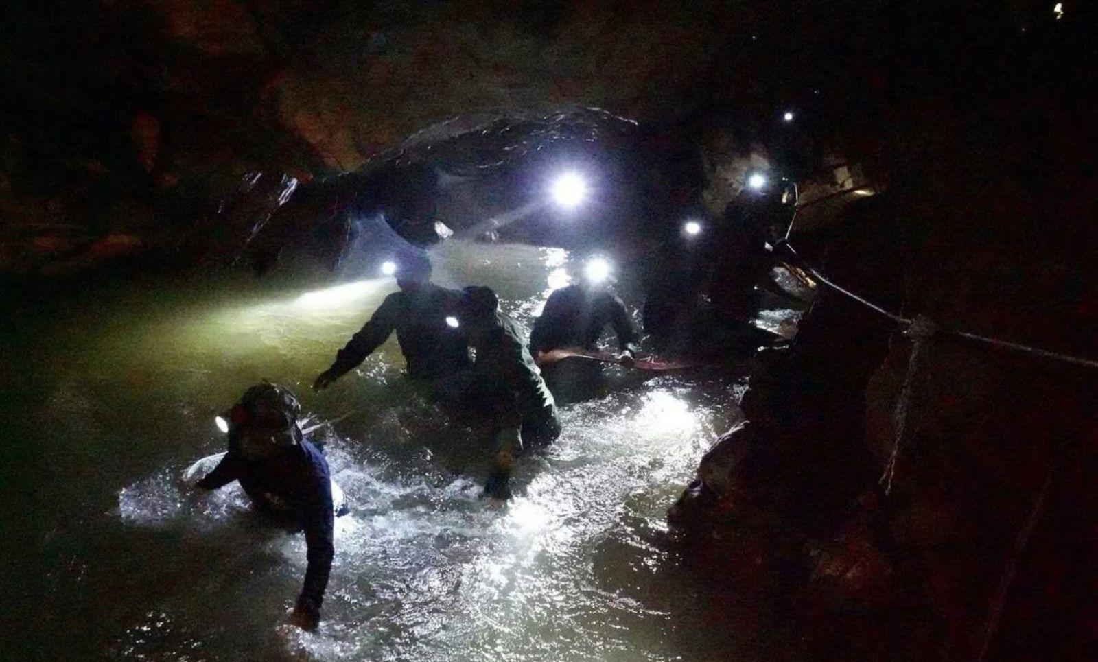 洞穴失蹤十日奇蹟獲救