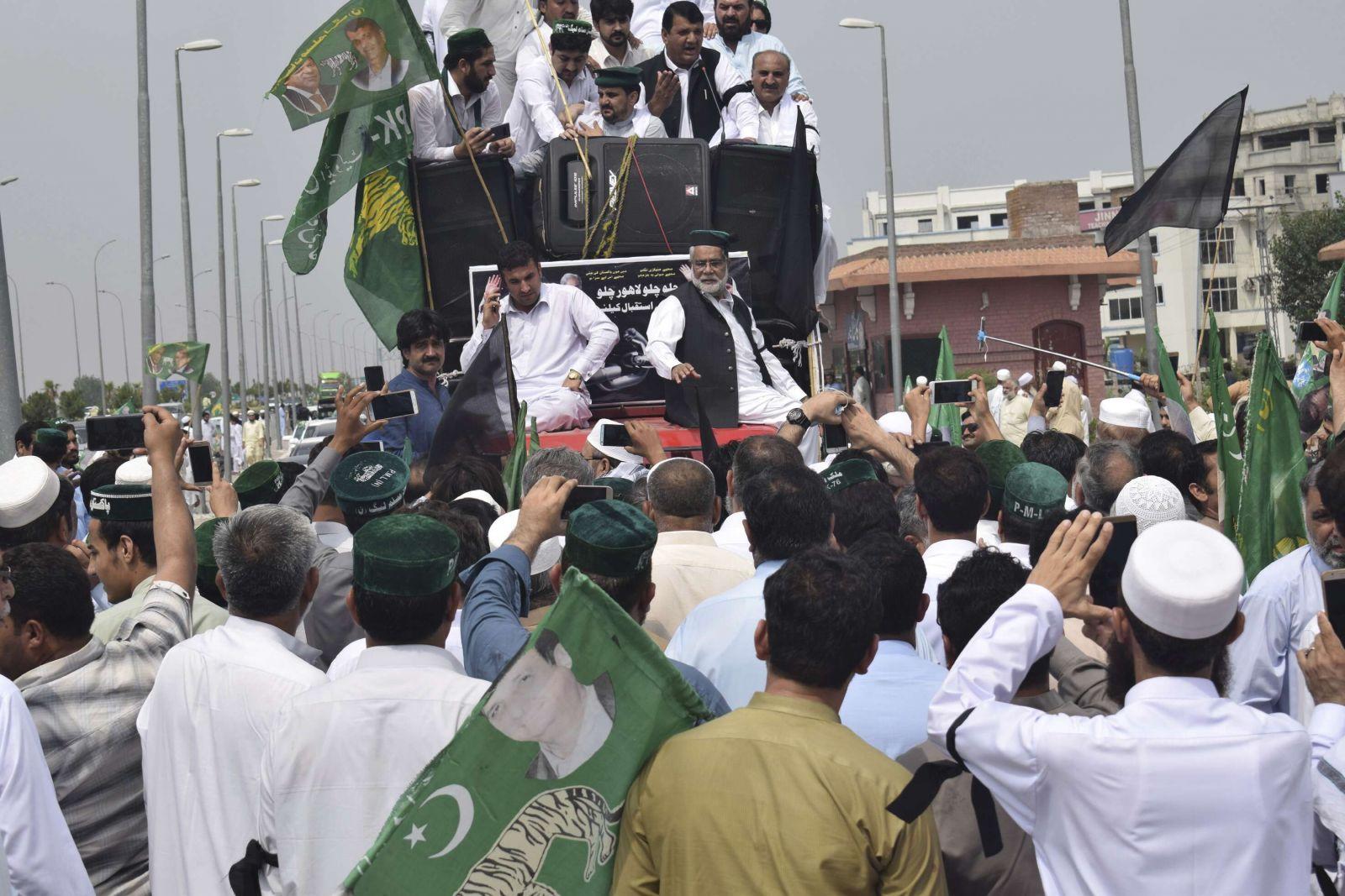 前總理回國拉票被捕
