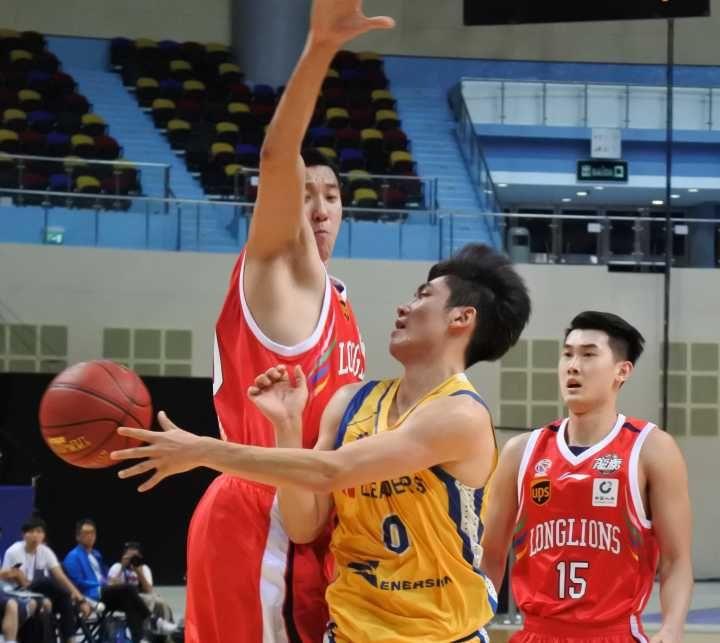 廣州龍獅捧盃