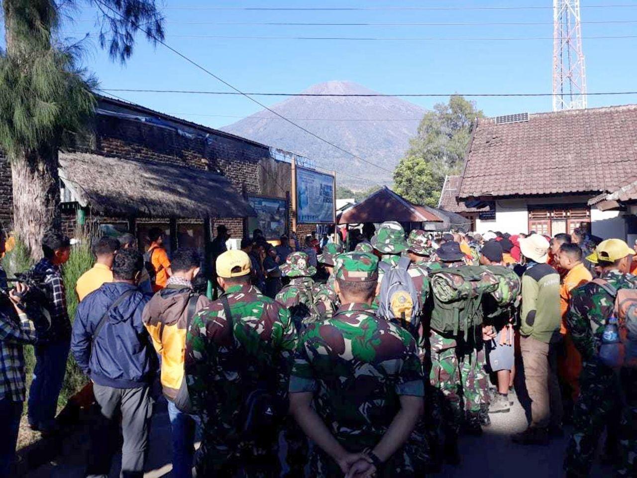數百登山客證實被困林查尼火山