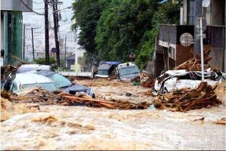 新疆哈密市暴雨成災 至少20死8失蹤