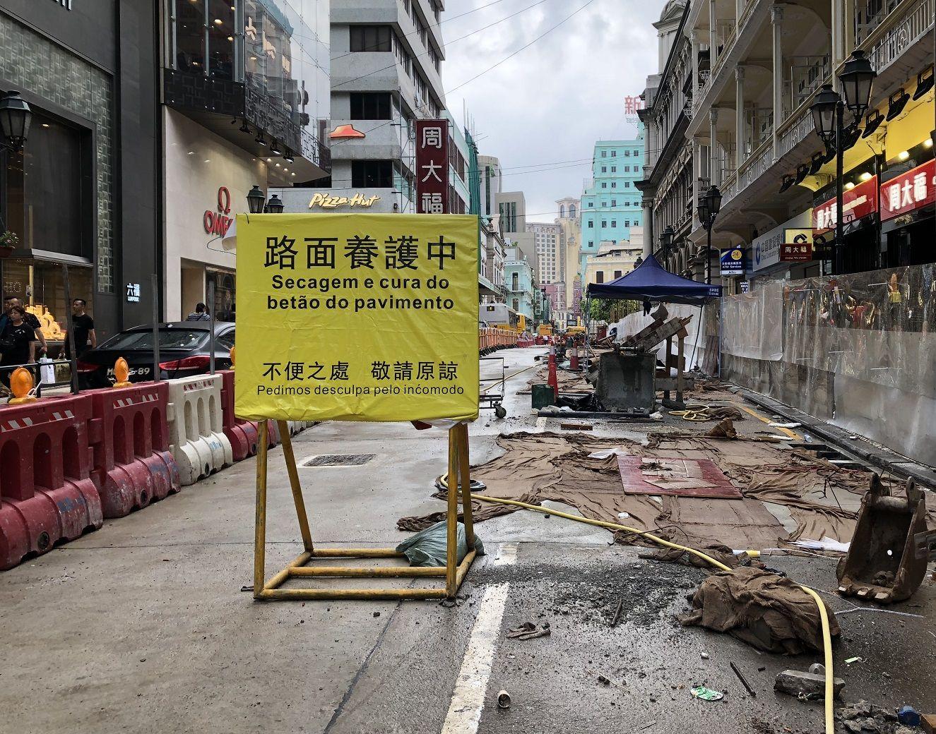 承建商需重鋪不影響月內完成