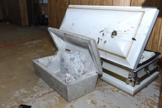 美殯儀館天花板夾層藏11具嬰屍