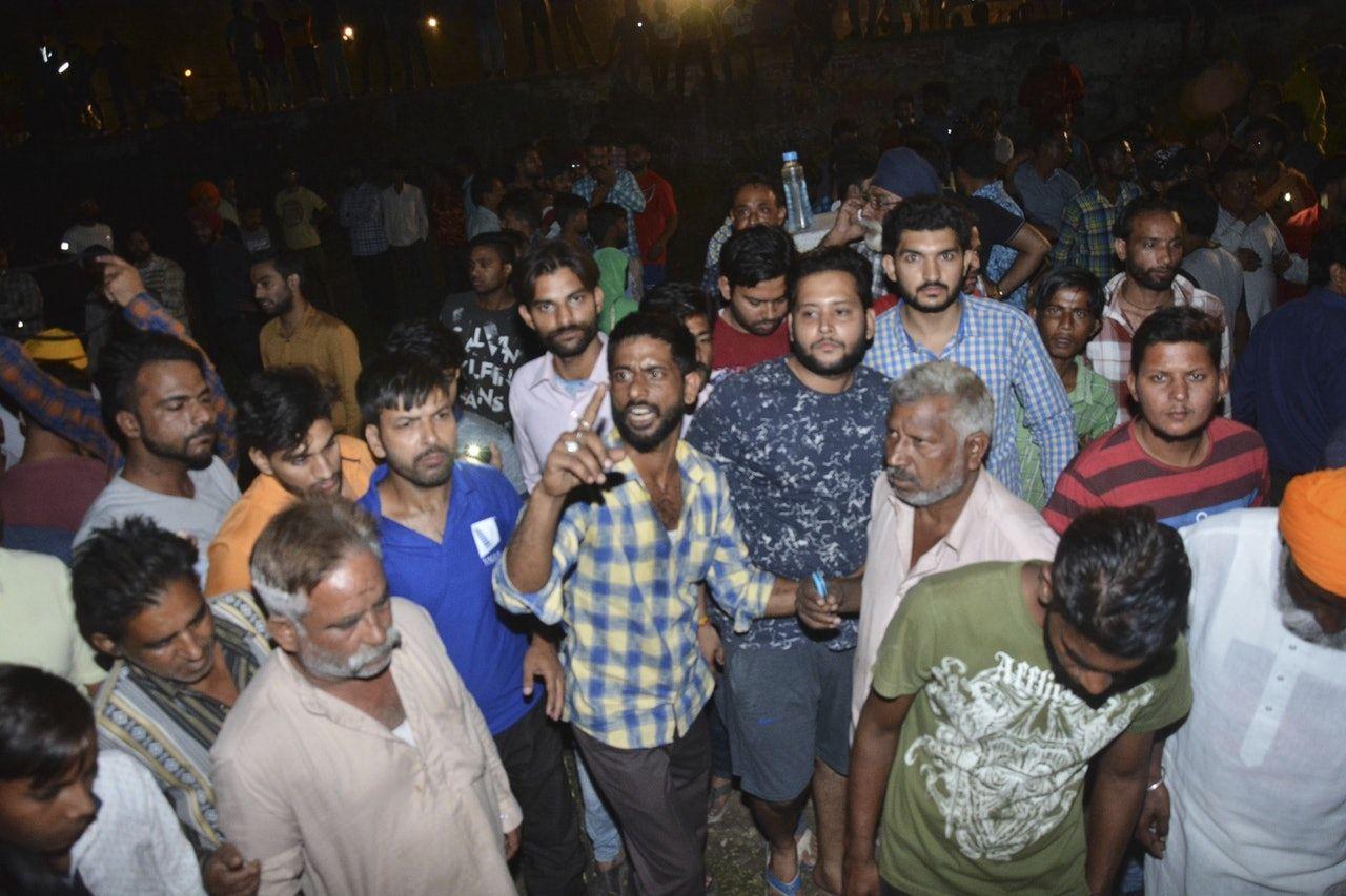 印度北部火車撞向觀看節慶煙花民眾 至少60死