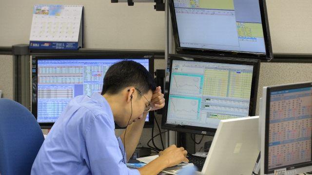 【全球冧市】港股瀉557點失守25,000 騰訊瀉逾3%