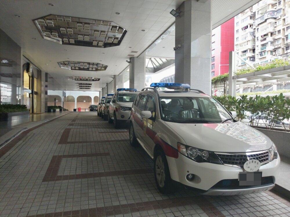 突「跳掣」搶警車打傷兩警員