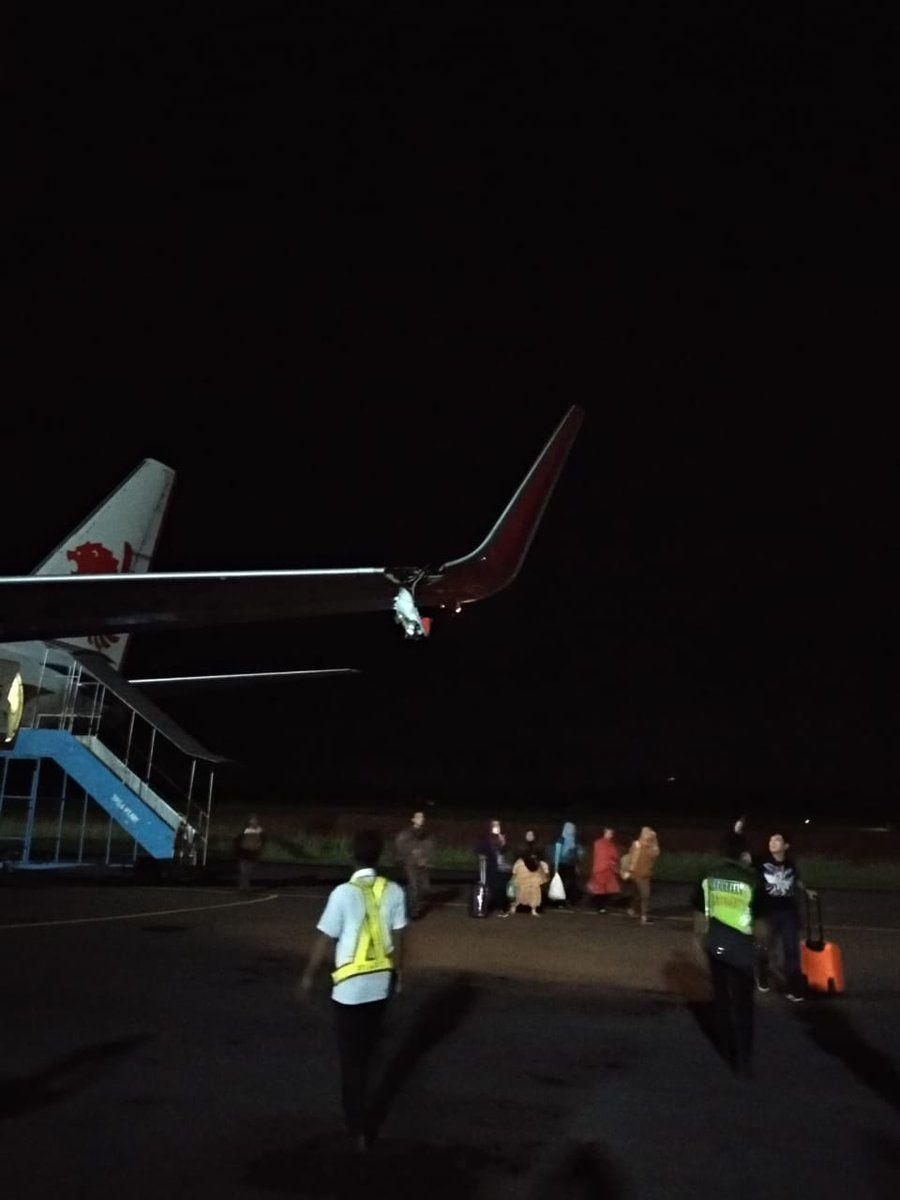 機翼撞燈柱斷裂 航班延誤