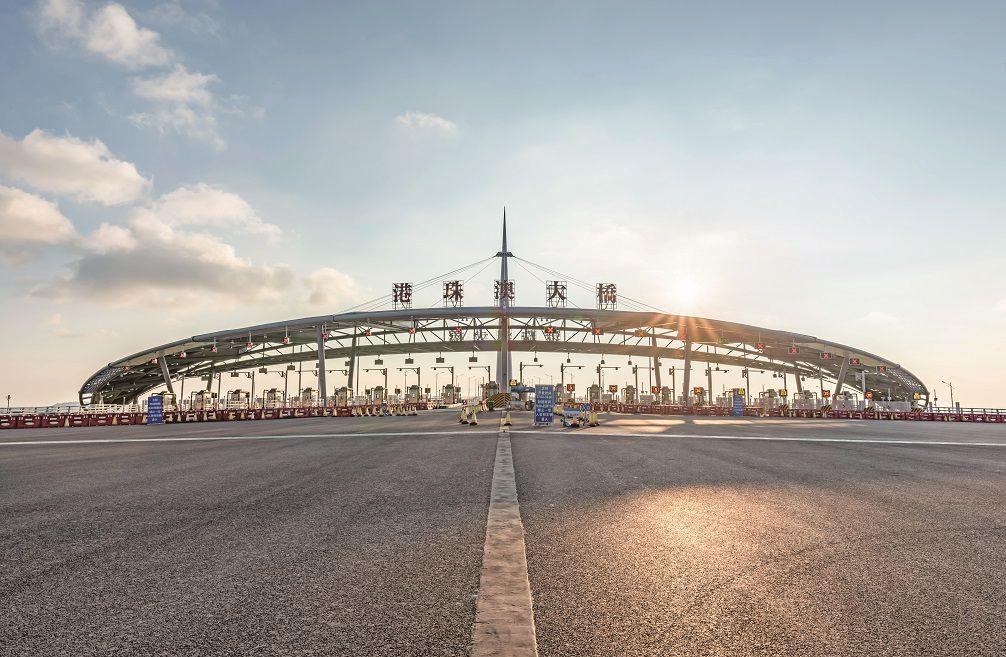 港珠澳大橋日均6.4萬人次通行