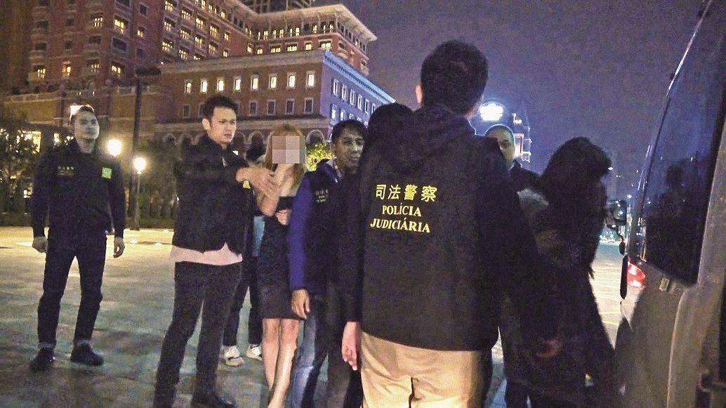 司警揭男扮女裝賣淫