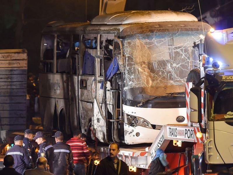 埃及旅遊巴遭炸彈襲擊波及 4死10傷