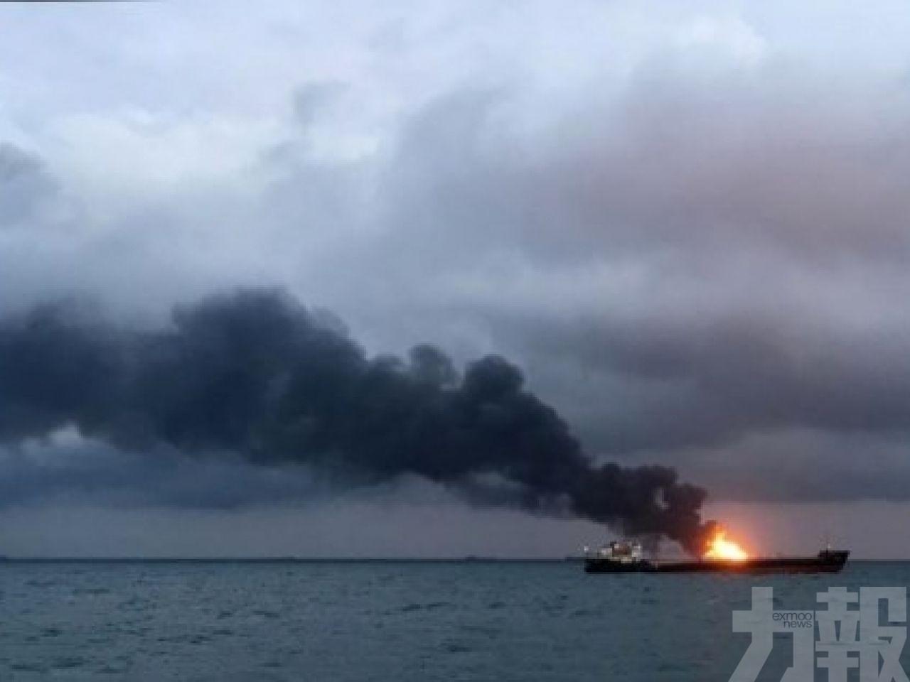 兩貨船刻赤海峽起火14死5失蹤
