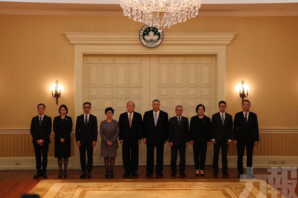 行政長官選管會主席及委員就職