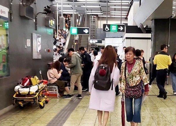 港鐵牛頭角站扶手梯意外至少8傷