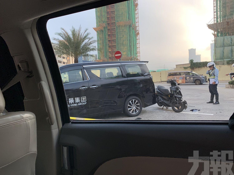 22歲電單車女司機命危