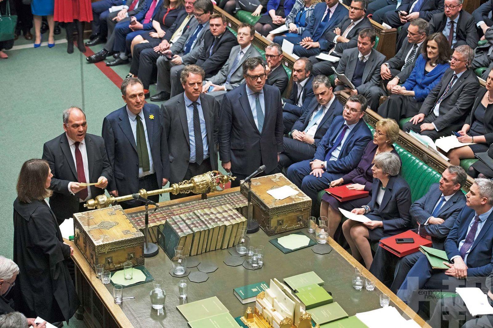 傳英內閣討論押後期限兩年