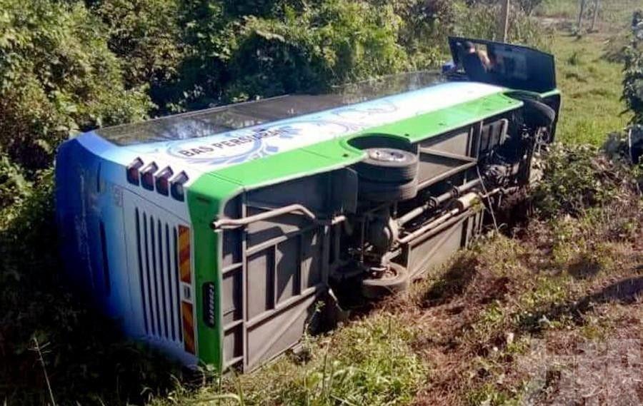 載16華客旅遊巴馬來西亞翻側 4人傷