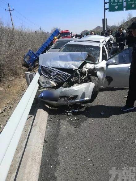 北京京藏高速16車連環相撞 傷亡未明
