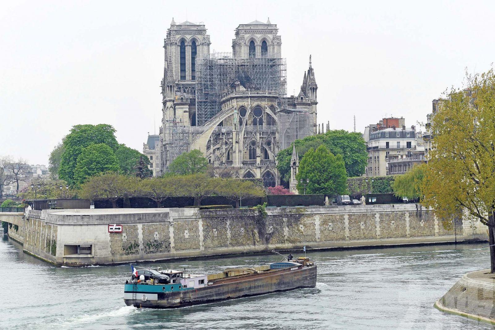 巴黎聖母院芳華湮滅