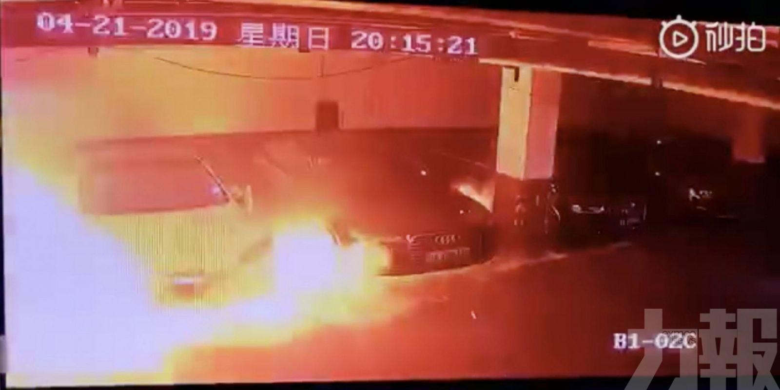 車身瞬間被大火吞噬