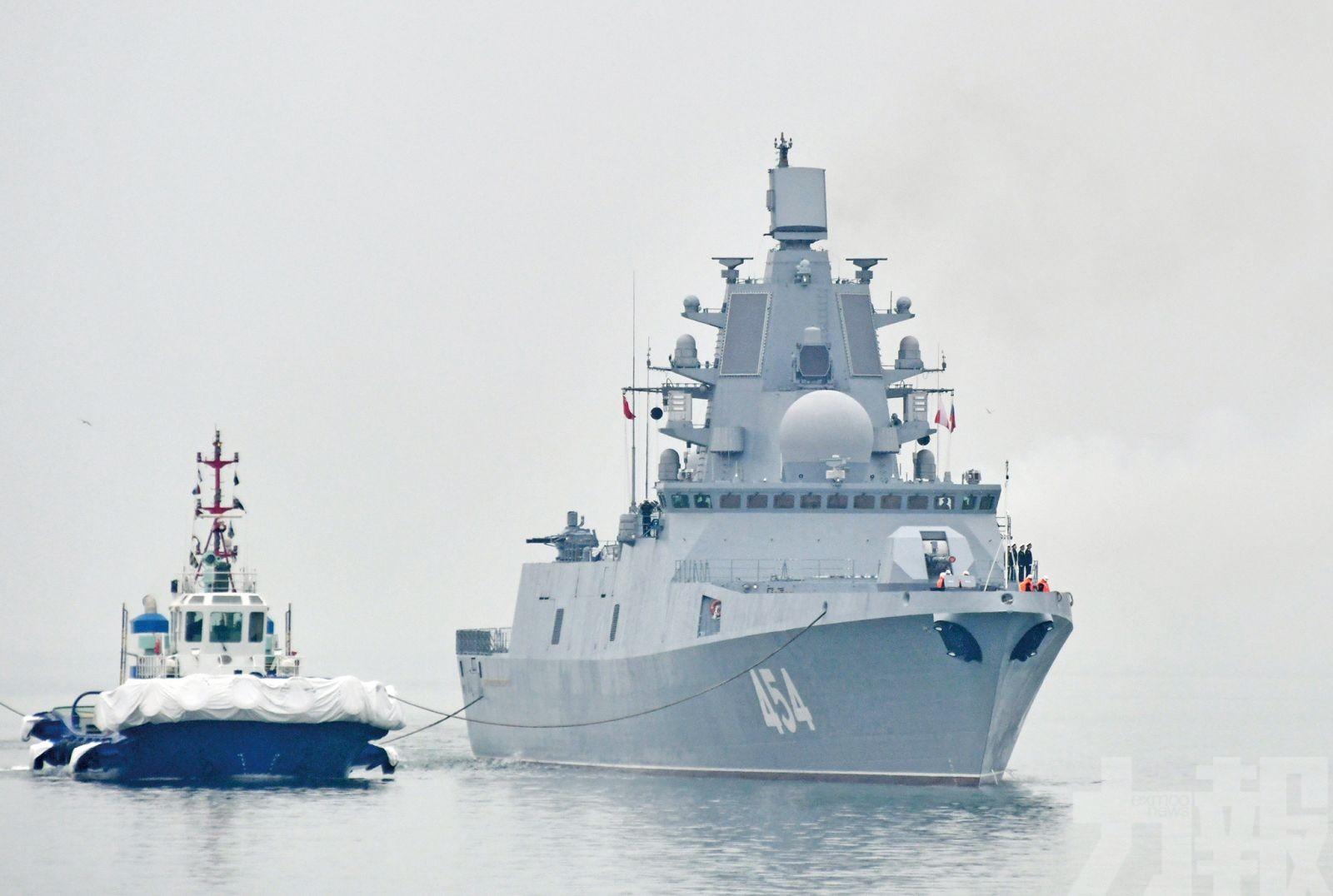 「航母護衛」055艦料受閱