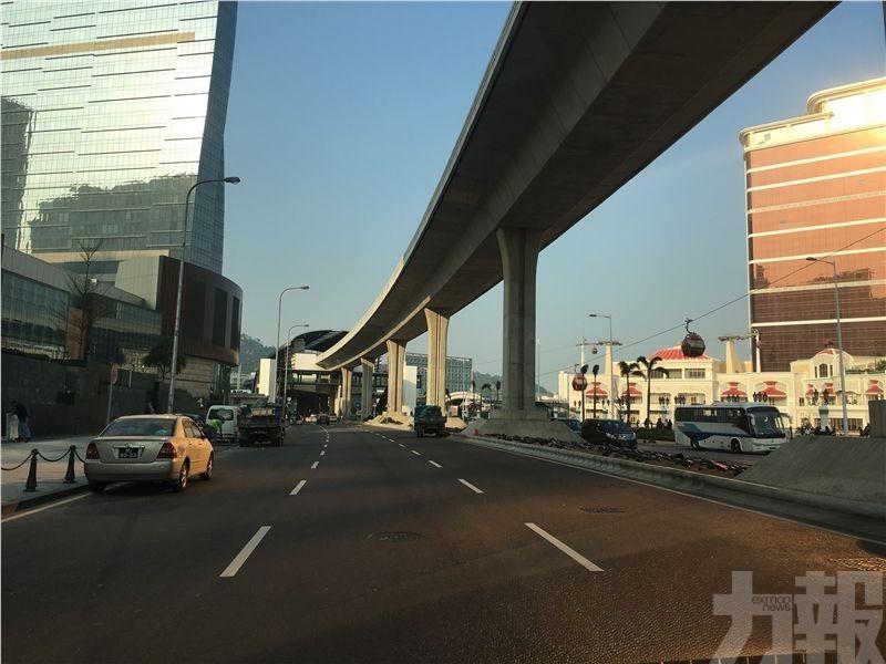 兩輕軌車站行人天橋周五開放