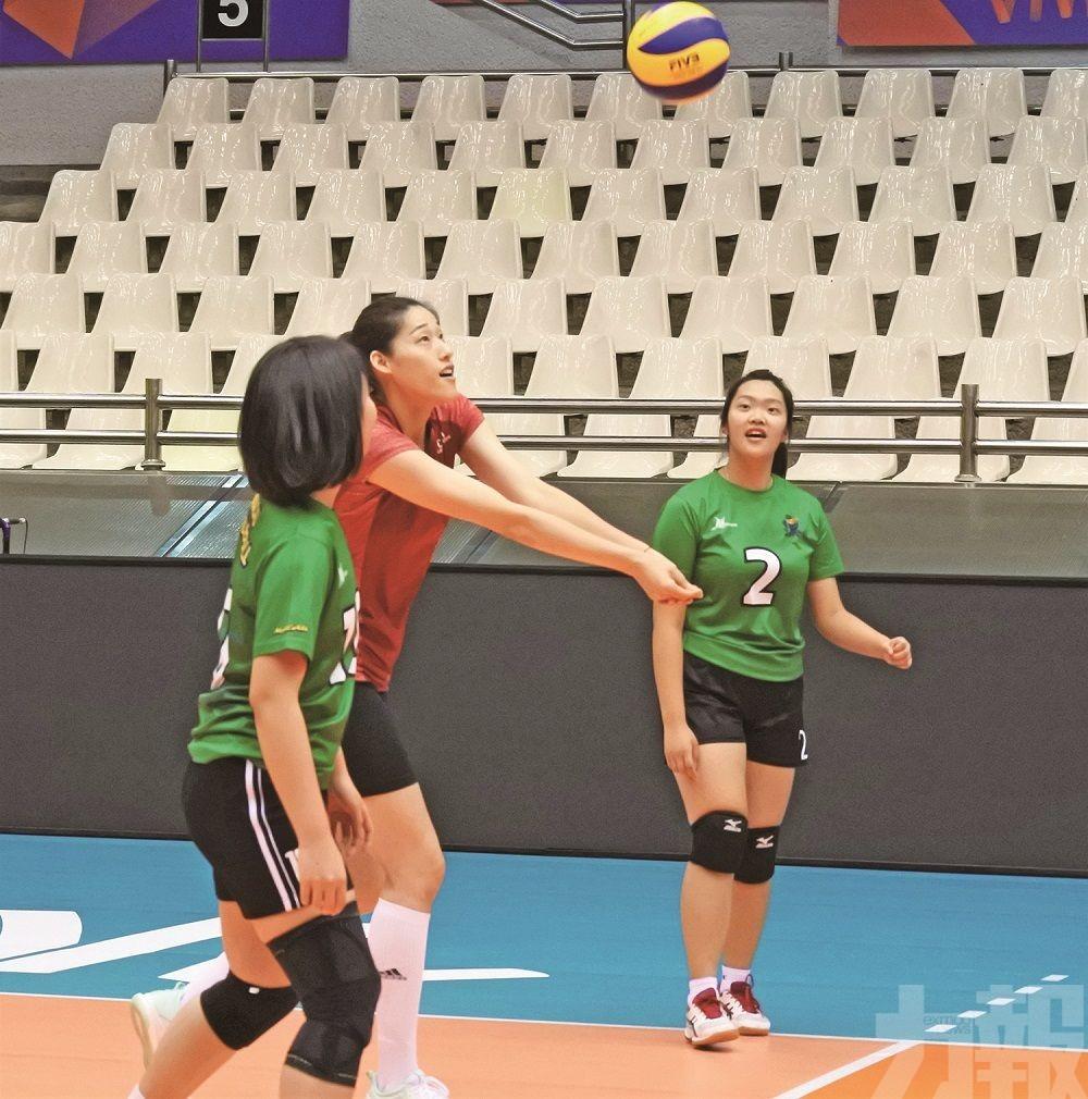 中國女排與本澳青少年球員交流