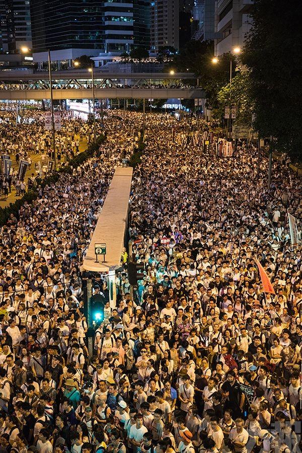 香港警方:高峰期24萬人