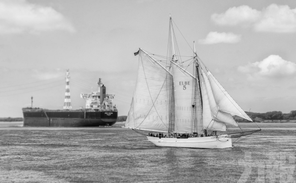 載43人德國百年木帆船撞貨櫃船後沉沒