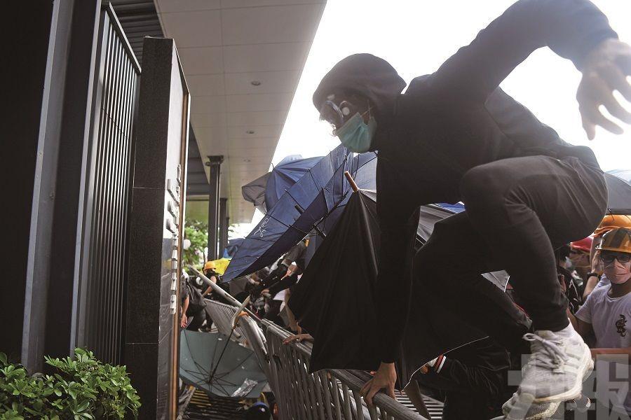 警員及示威者72傷 條例二讀再延期