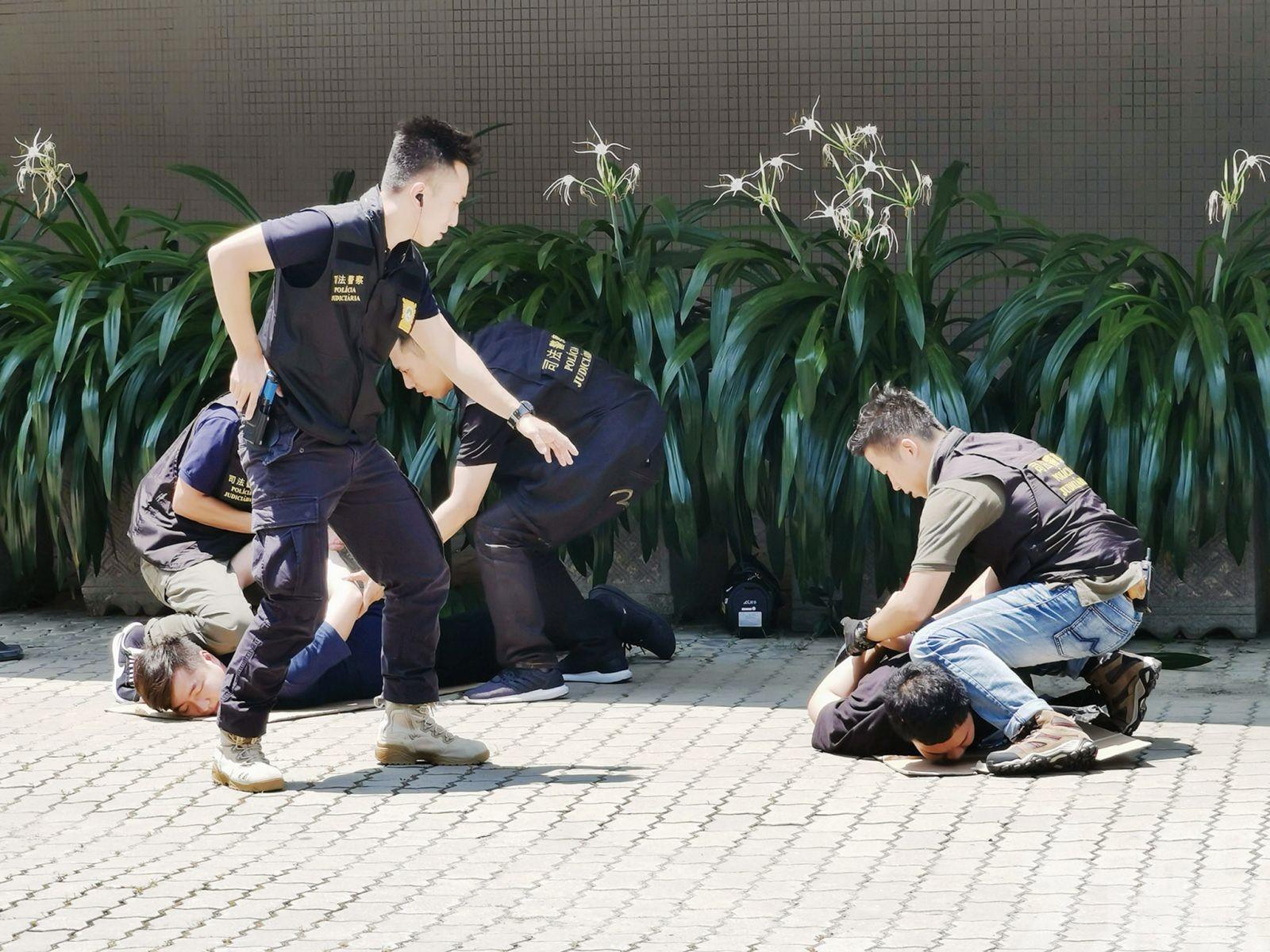司警刑偵強布陣 談判專家軟遊說