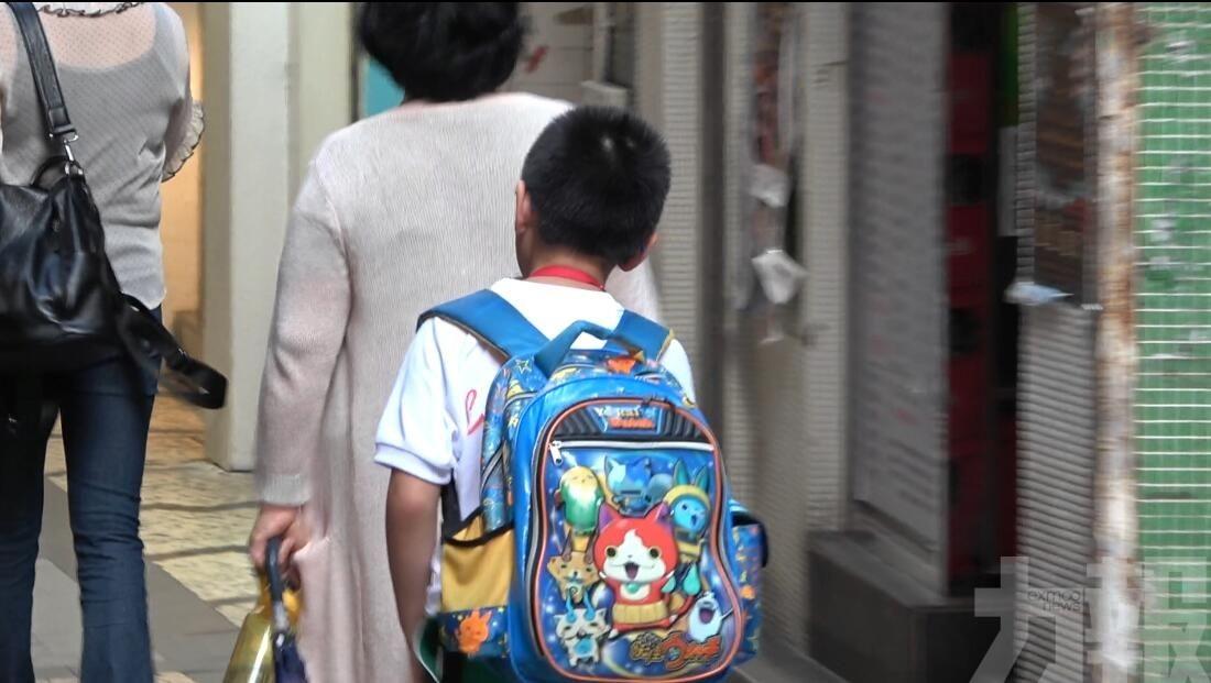 教青局承諾逐步「減重」