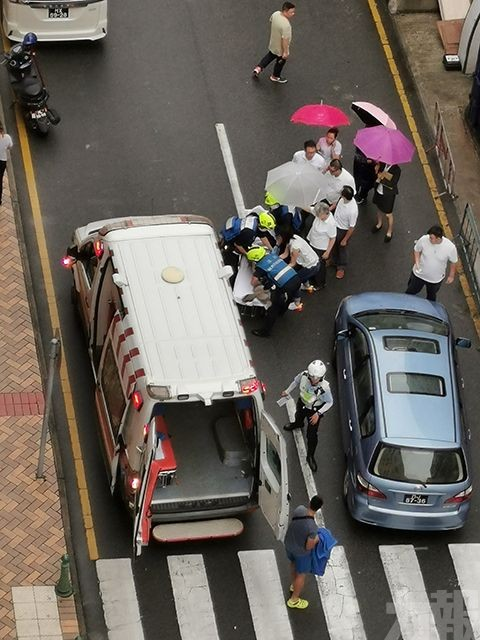 私家車撞傷女途人