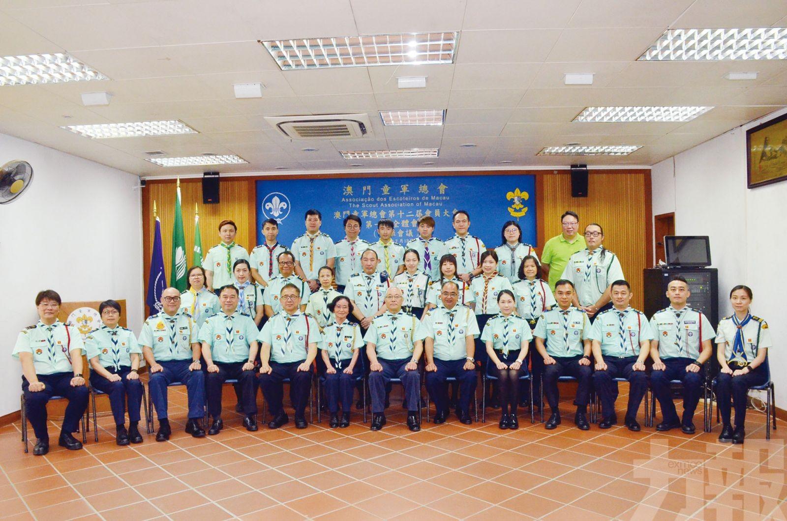 選出第12屆領導機構成員