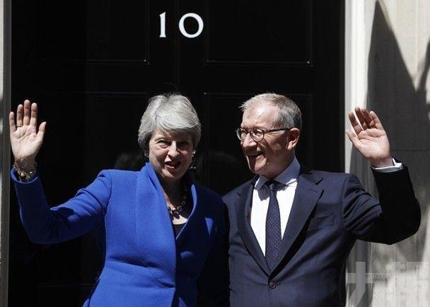 文翠珊向英女王辭任首相