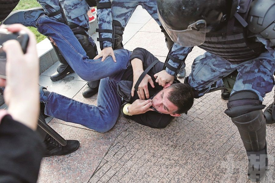 莫斯科示威逾千人被拘