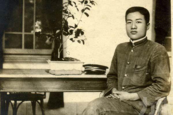 8月6日生日開創黨大會