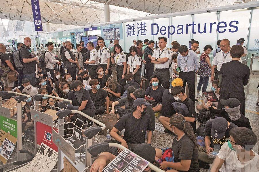 近百旅行團取消或延誤