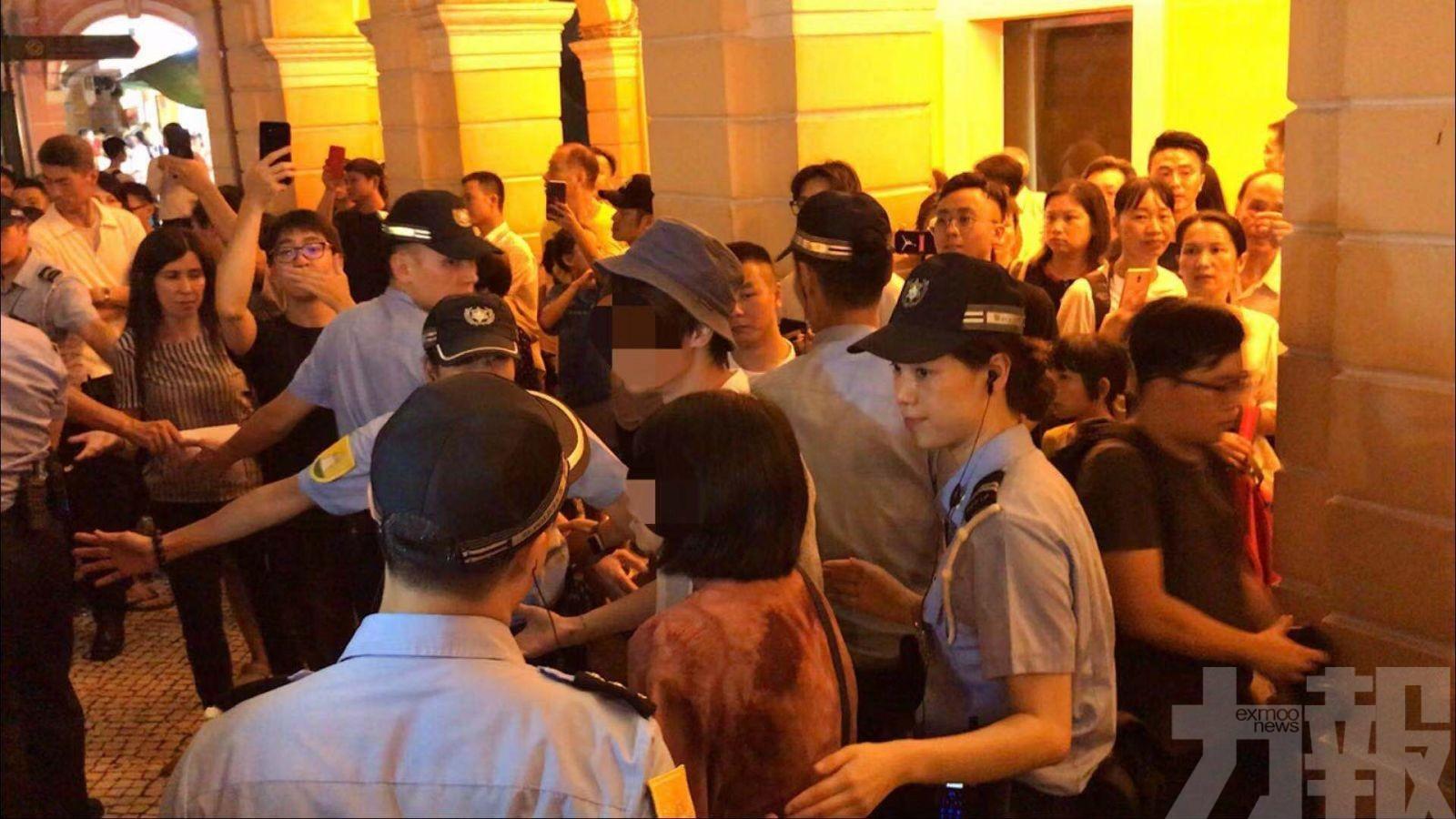 六男一女被帶返警局調查