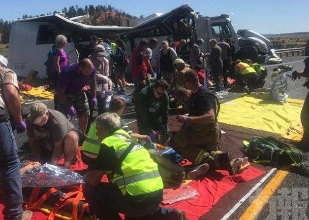 載華客旅遊巴失事4死逾20傷