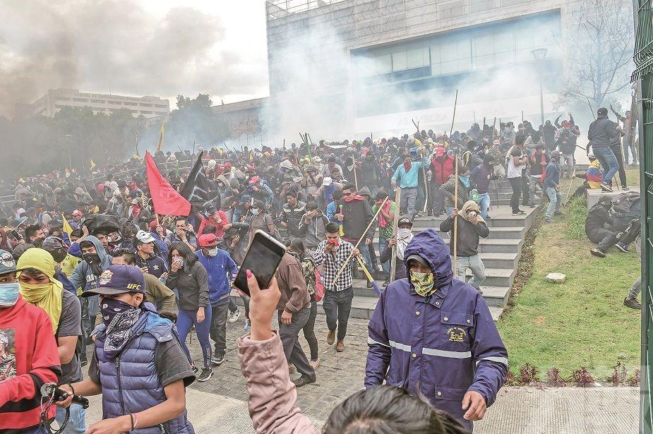 示威者攻入國會大廈