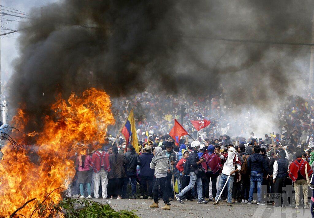 厄瓜多爾總統撤離首都辦公