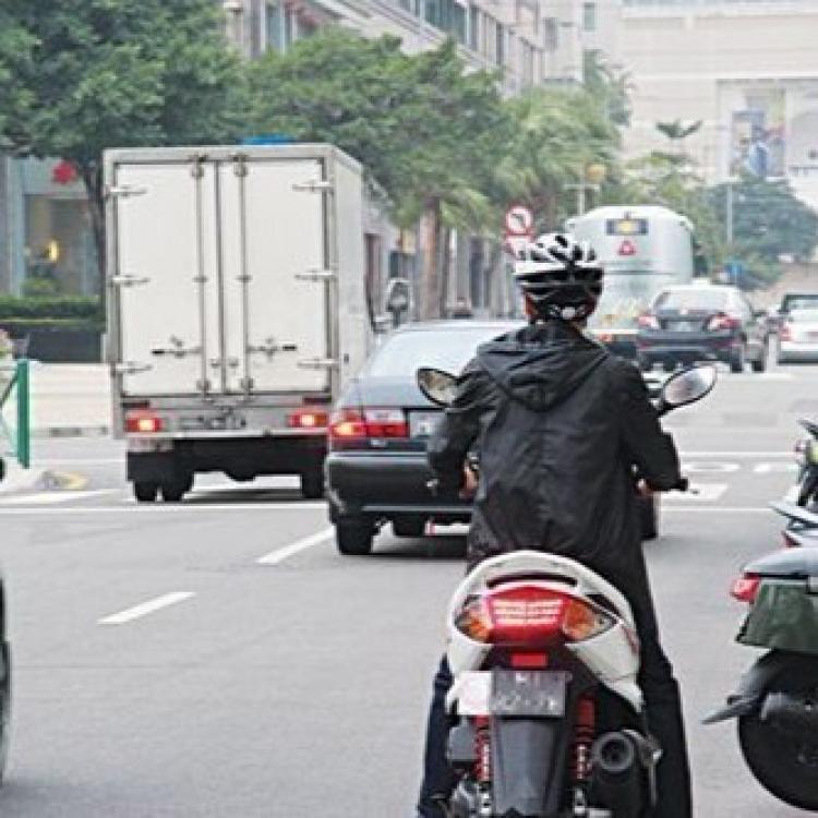交通局揭電單車主非法改裝