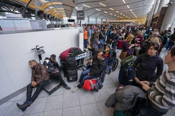 1,150航班取消 數萬乘客滯留