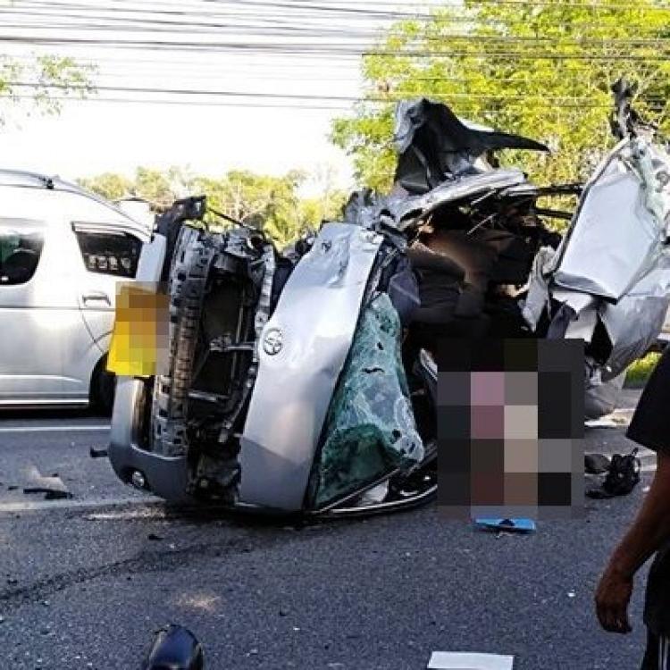 泰載華客旅遊巴撞貨車 兩死七傷