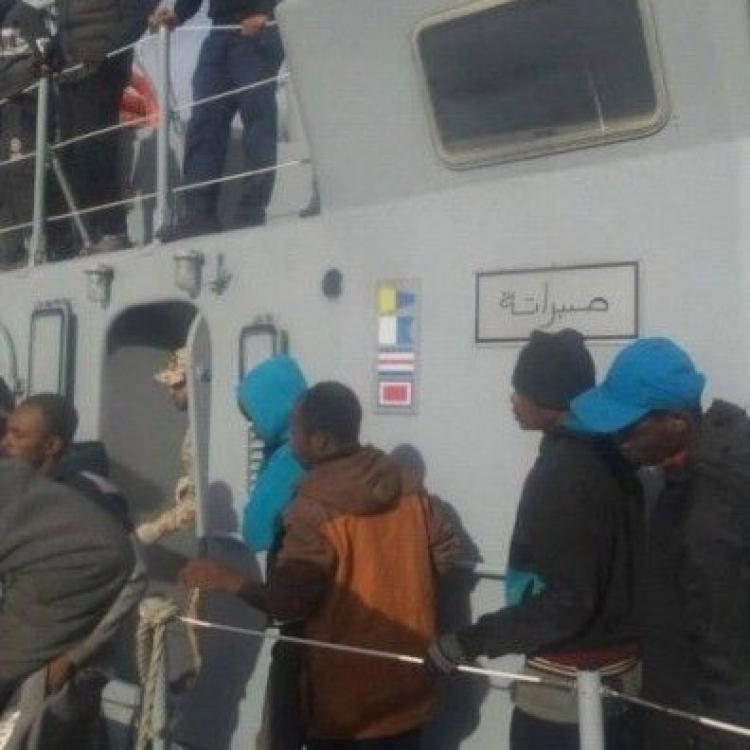 充氣難民船地中海沉沒百人失蹤