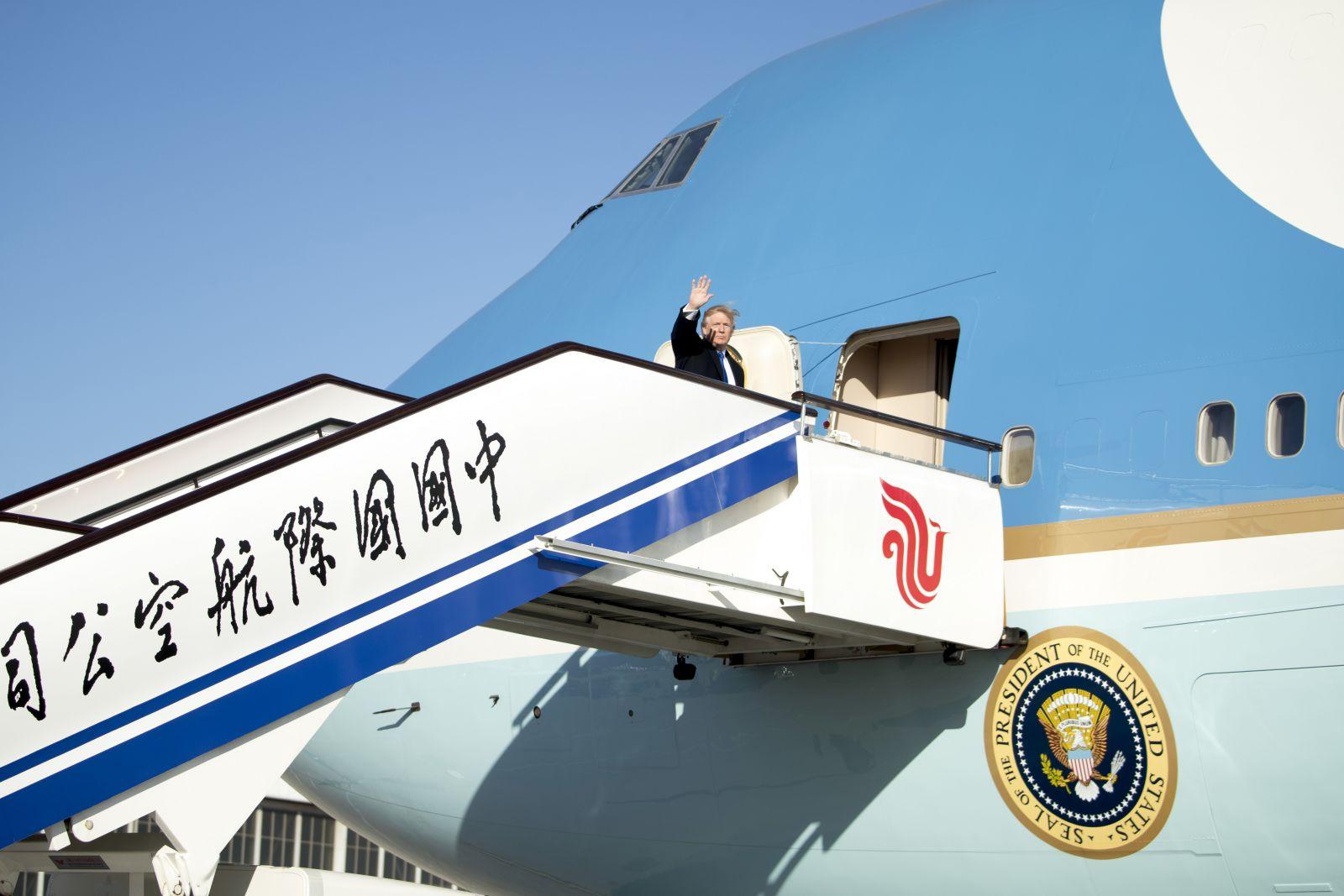 前往越南出席APEC