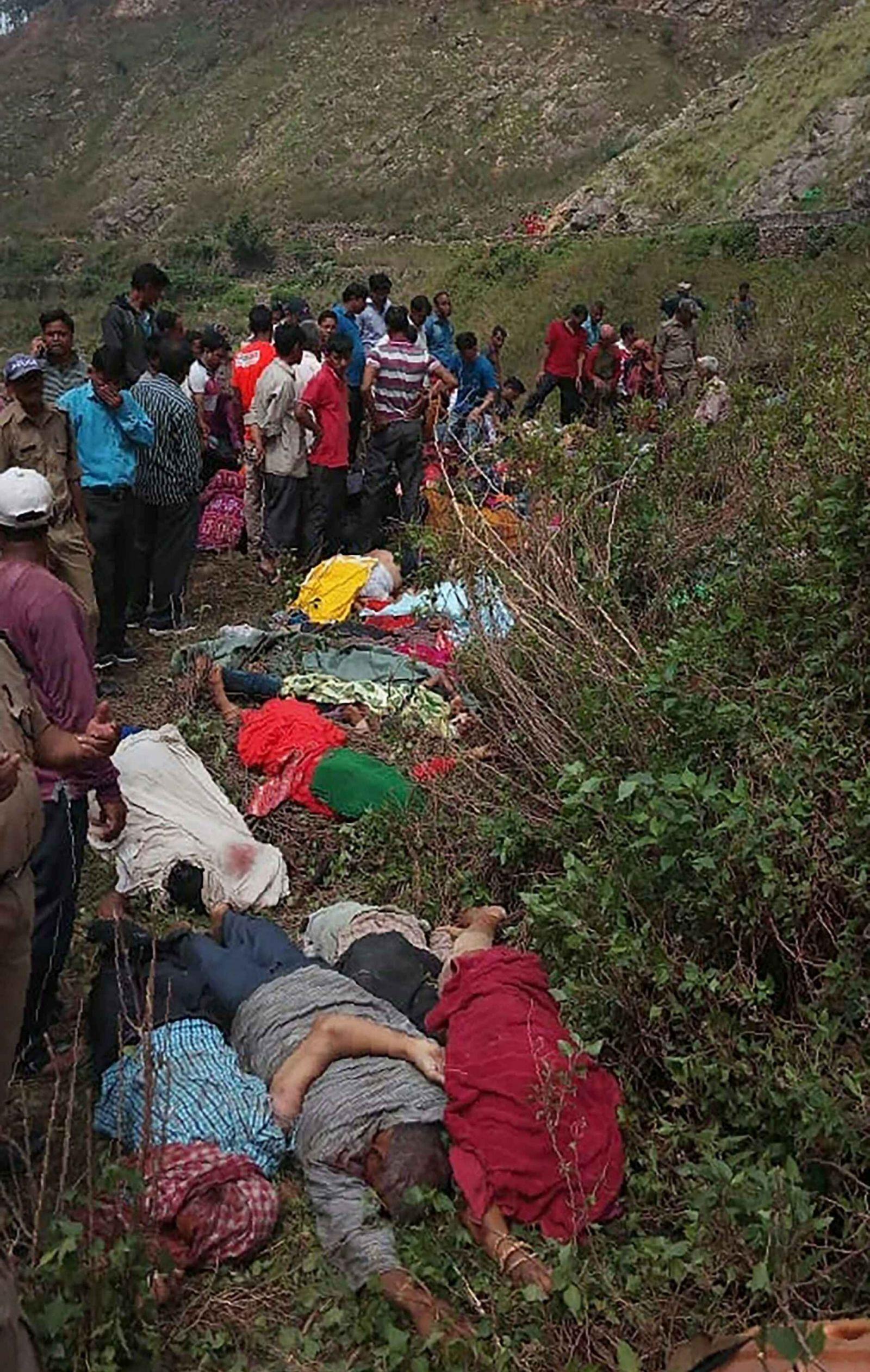 印度北部巴士墜峽谷44死三傷