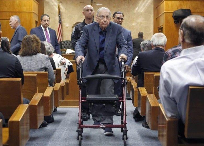 美神父逍遙法外57年終被判刑
