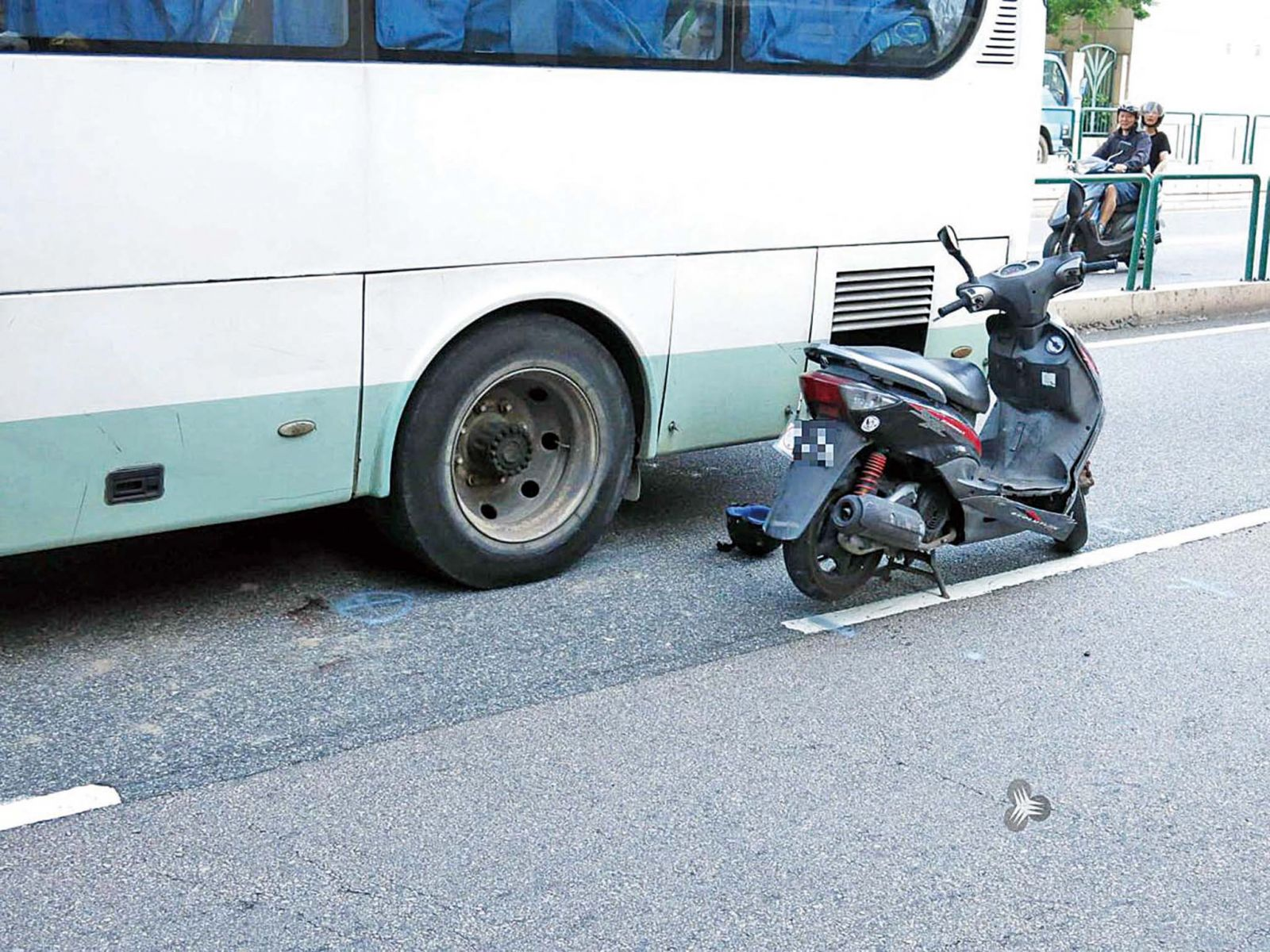 電單車騎士撞斃 車上50幼童目睹